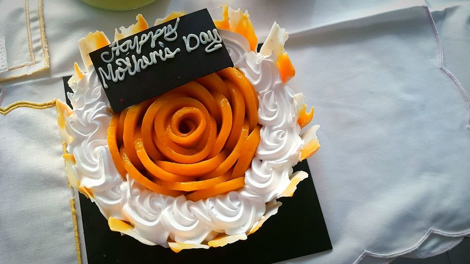 Belated Happy Mothers day!! Cake Mango Mango Cake Yellow Rose Design Rose Inspired Mother Mothers Day Love Made With Love Cake Mango Crunch Aesthetic Design Top View Of Food Top View Food Sweets