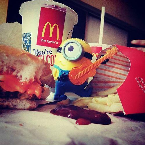 Minions 😘😘 Toys Macdonalds Happymeal Luvingit 🙌🙋🙌😝😘😘bagawwwwwwwwww 😁😁😁..... Instafood Instapic ..