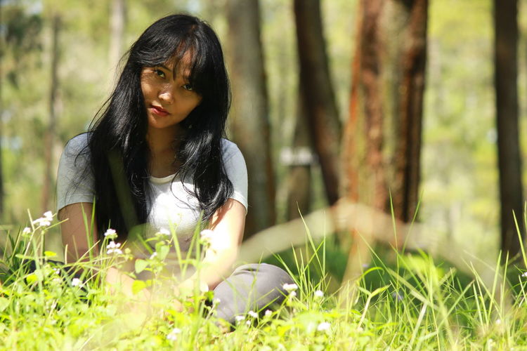Only Women One Person People Outdoors Nature One Woman Only Tree Women Day One Young Woman Only Beauty In Nature Human Face Beautiful Woman Cheerful Nature Portrait Human Body Part Girls Beauty Beautiful People Agriculture Field No People Outdoors Tree Long Hair One Girl Only Real People Black Hair