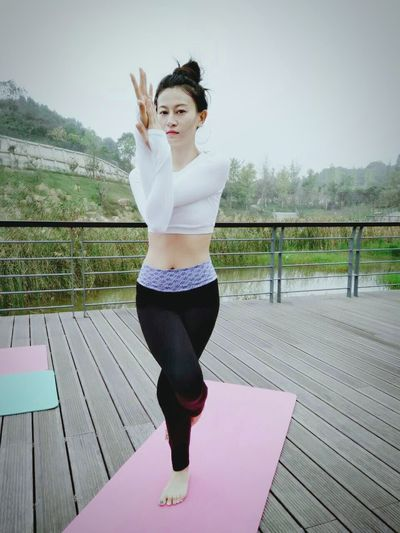 Yoga Yoga Pose Full Length Young Women Bridge - Man Made Structure Front View Park - Man Made Space Sky Day Footbridge Outdoors Nature Beauty Focus On Foreground Boardwalk
