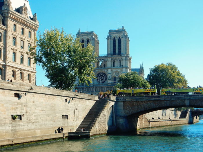 River by notre dame de paris against sky