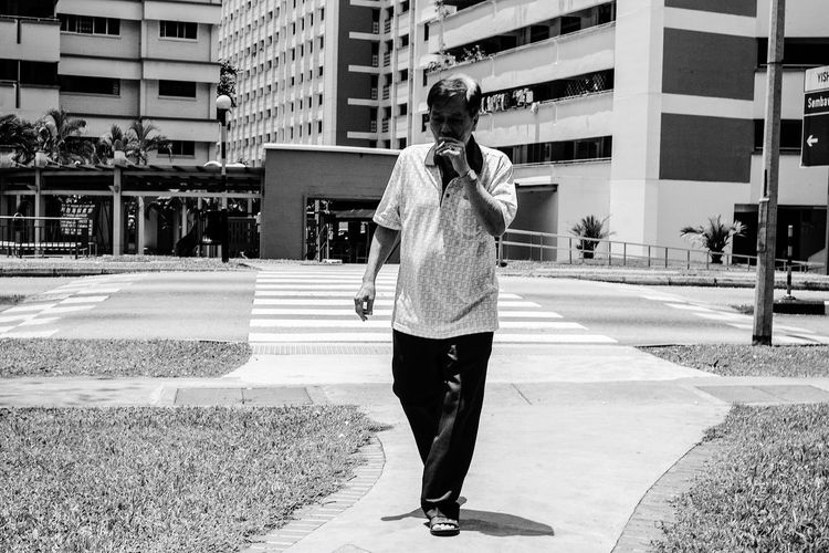The smoke Monochrome Blackandwhite Streetphoto_bw People Photography People Streetphotography B&w