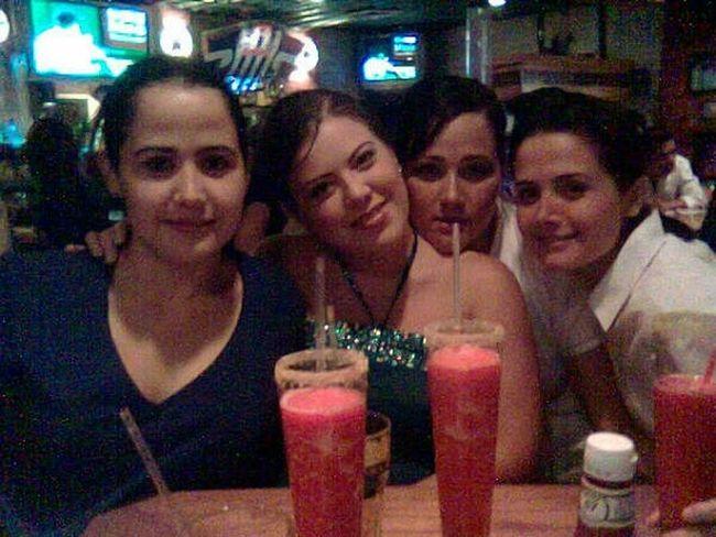Hace 9 años en Chilis de Monterrey con SaSu y mis hermanas :) el tiempo vuela