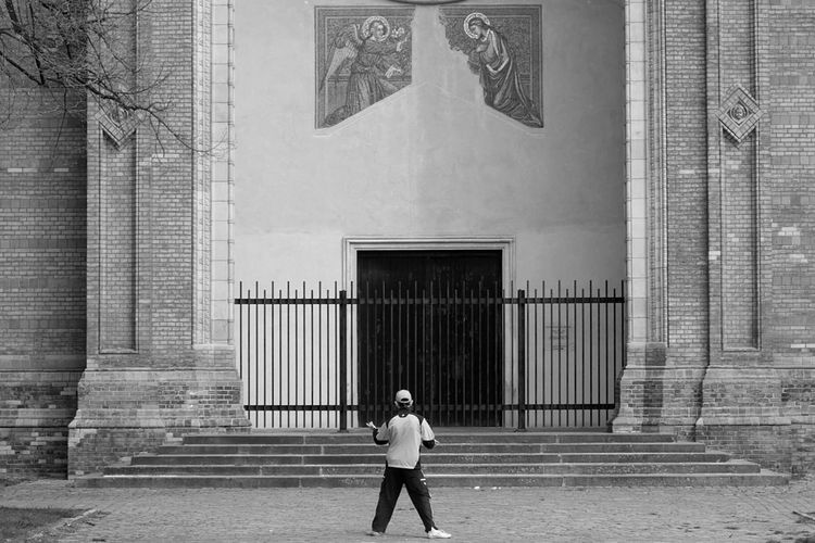 Meditation Capturing Freedom From My Point Of View My Fuckin Berlin Berliner Ansichten Urbanexploration Walking Around Streetphotography Blackandwhite Black And White Photography Myberlin