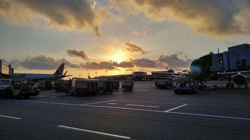 Work is the best antidote. -Sherlock Holmes Sunrise And Clouds Sunrise Sunshine ☀ Sunrays Cloud - Sky Yesterday Morning Lgv10photography LGV10 Hustle
