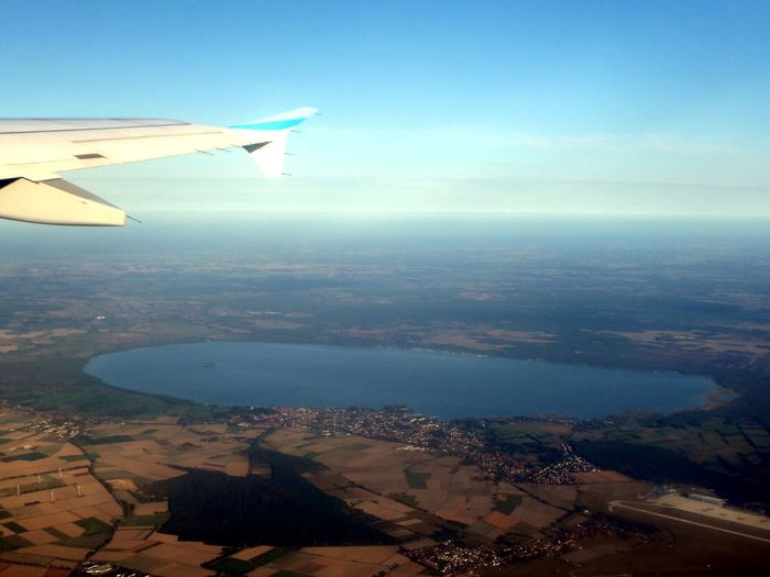 😍byebye🙋🏼♀️🙃this morning i saw the beautiful Steinhuder Meer from above🤗 Lake From Above Beauty In Nature Simple Beauty Simple Photography Exceptional Photographs For My Friends🙄🙋♀️ Happy Moment♥ Lucky Me🦄 Love Is The Answer Thankful🦄 Life Is Motion Beautiful Light Mood Captures Love To Travel Love To Fly😍 To Youu 💕 Cityscape City Sea Blue Aircraft Wing