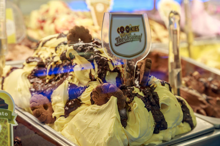 lemon ice cream with chocolate and biscuits in the window of an Italian cafe Dessert Gelato Italian Ice Cream Biscuits Chocolate Ice Cream Food Food And Drink For Sale Freshness Gelateria Gelato Shop Gelato Time Ice Cream Lemon Ice Cream No People Retail  Sweet Sweet Food