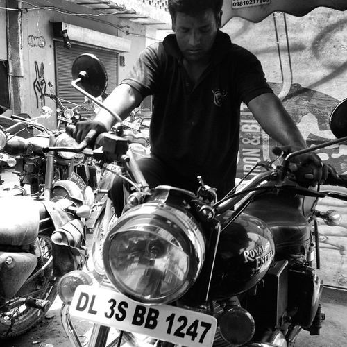 The Pros Royalenfield Workshop Bullet500 Blackandwhite Bw Motorcycle