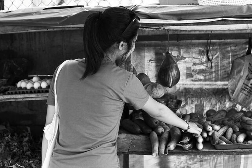 Buy some food for our trip Sigma30mm F1.4art Canon600D Vungtau Girlfriend