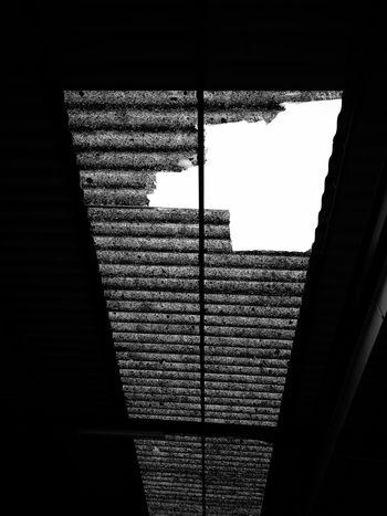 Black And White Black & White Blackandwhite Photography Broken EyeEmNewHere Blackandwhite Mallorca Island Fabric Sky Cielo Agujero Techo The Graphic City Architecture Built Structure Building Exterior #urbanana: The Urban Playground
