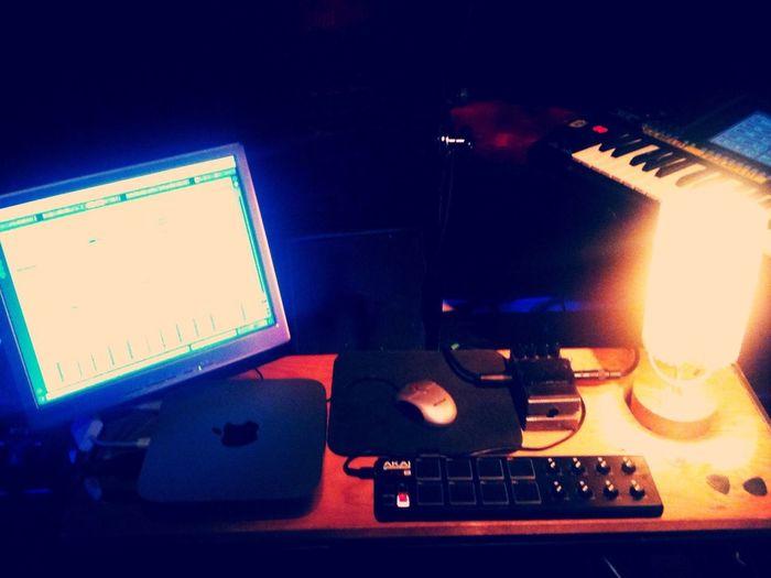 bureau soundchecking w/ corwood manual at knust, hamburg... live at 9pm!