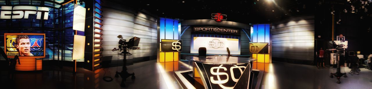 This is Sports Center! Esto es Sports Center! ESPN !!!! <3;) ESPN Espnwideworldofsports Espn Wide World Of Sports EspnMexico ESPNHD SportsCenter SC Tararátarará Myjobisamazing Myworkplace DreamWork Mitrabajo Trabajo De Machos  Sports Illuminated Indoors  No People Architecture Tlalpan CDMX. Full Frame Large Group Of Objects Architecture Photographic Memory