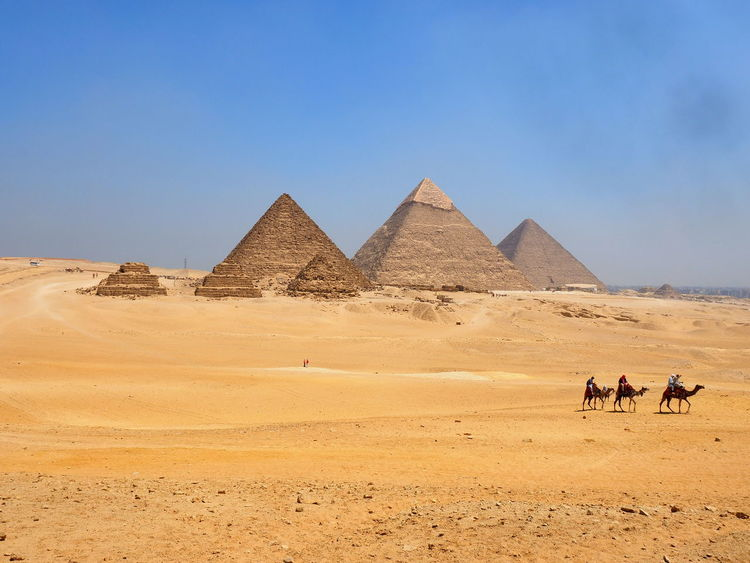View of the piramids at Giza, Egypt Cairo Egypt Egypt Giza Giza Pyramids Of Egypt Giza, Caïro, Egypt Ancient Architecture Ancient Civilization Ancient Civilizations Arid Climate Desert Nature Outdoors Pyramid Sky The Past Tourism Travel