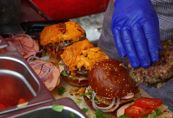 Preparing burgers, street food Beef Burger Time CheeseBurger Fast Food Meal Meat! Meat! Meat! Bread Burgers Cheese Close-up Cooked Fastfood Food Food And Drink Freshness Gourmet Mealtime Meat Pork Preparation  Preparing Food Ready-to-eat Serving Size SLICE Table Modern Workplace Culture