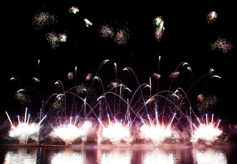 Arts Culture And Entertainment Celebration Event Firework Firework Display Firework On River Night Water фейерверк фейерверк✨🌟✨ фестиваль фестиваль фейерверков