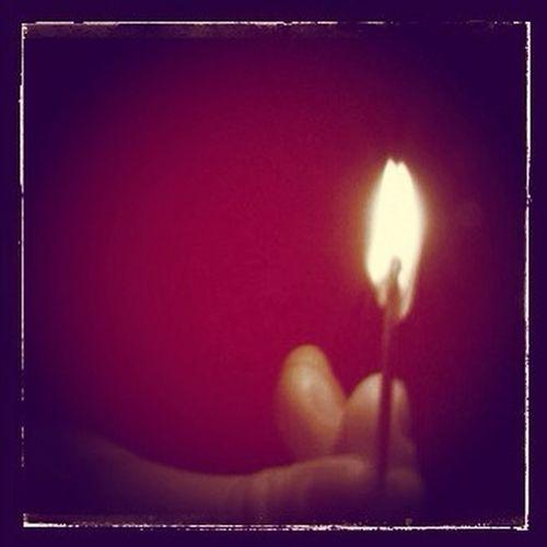 16 Feb tema: Ljus. Fick bli en enkel idag. En tändsticka i mörkret.
