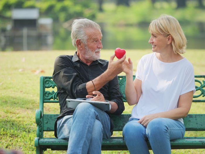 Two People Senior Adult Sitting Senior Men Men Togetherness Seat Males  Bench Adult Senior Women Women Lifestyles Leisure Activity Couple - Relationship Casual Clothing Bonding Day Senior Couple Positive Emotion Outdoors Park Bench