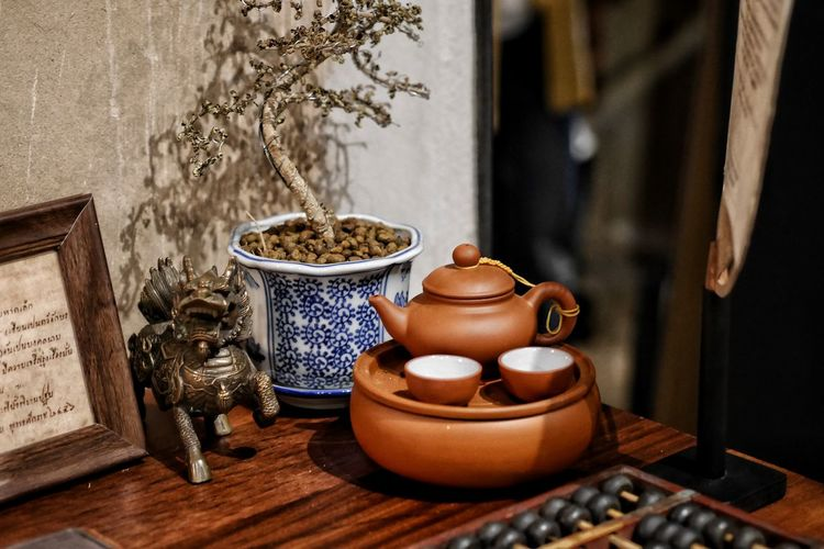 Teapot Table City Close-up Clay Herbal Tea Earthenware Roasted Coffee Bean Ceramics Sculptor Pot Coffee Bean Molding A Shape Kettle Raw Coffee Bean Caffeine Coffee Crop Teabag Tea Cup Ground Coffee Pottery Many Japanese Tea Cup Tea Kettle Terracotta Decorative Urn