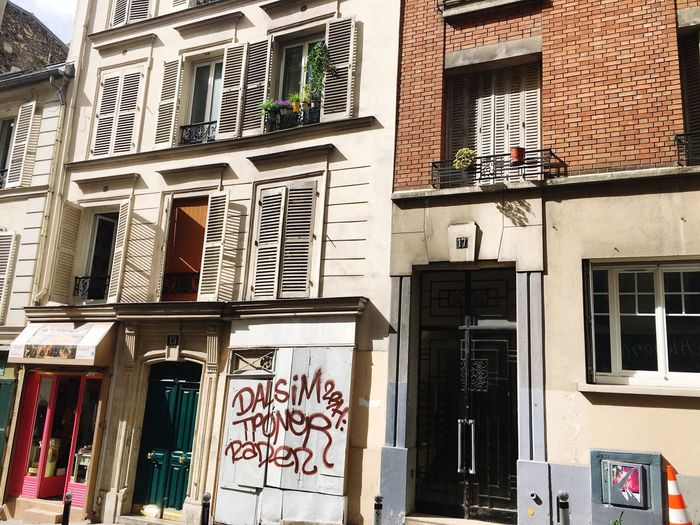 Architecture Building Exterior Built Structure Window Outdoors City Low Angle View Day No People Streetphotography Streetart Paris