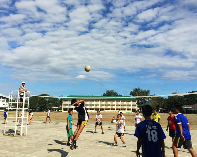 School Volleybal School Volleyball Sport Playing Competition Ball Men Activity Motion Practicing Cloud - Sky Exercising Only Men Medium Group Of People Sportsman People Skill Adult Competitive Sport Athleticism Sky Mid-air