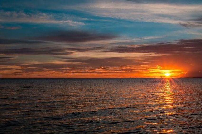 ••••• > • • • Fujifilm Fujifilm_xseries Fujixseriesclubthailand Xm1 Sunrise_sunsets_aroundworld Sunset_madness Sunsetlovers Sunset Twilight Loves_skyandsunset Loves_siam Seascape Instasunda Sun Bns_sky Instatravel Traveling Thai Worldcaptures Adayinthailand Skyporn Sunsetporn Ig_thailandia Sunsetsniper Igmasters best_photogram best_skyshots