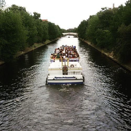 Berlin Sunday Boat Burdellu