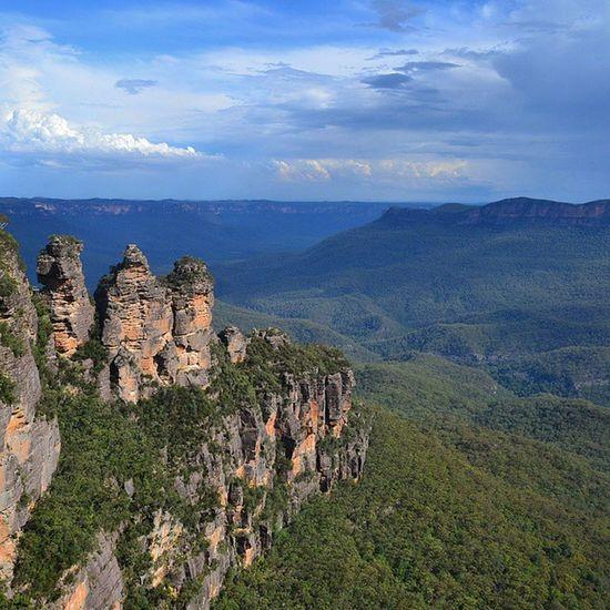 Rock formation or Aboriginal legend... Threesisters Echopoint Bluemountains Katoomba NewSouthWales SeeAustralia RTW Travelling ChasingTheWorld Aboriginal JamisonValley BlueHue