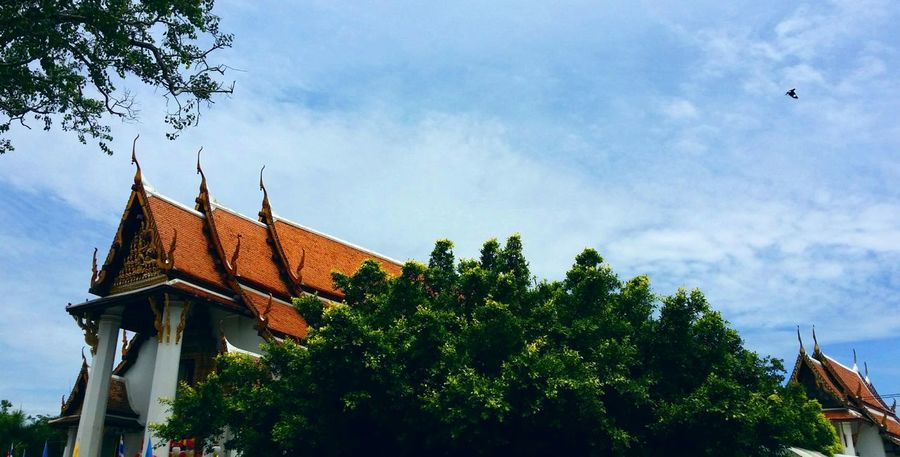 Over hundred years temple in Ayutthaya, Thailand. Taking Photos Hello World Enjoying Life The _ Mazzalong Asian Culture Myway Asian  Temple Ayutthaya Flying Sky Thailand Thai