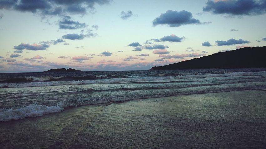 Beautiful afternoon in Praia dos InglesesBeach Sunset Afternoon Photooftheday Sea Waves Ocean Coast Island Florianópolis Praiadosingleses Today Beautiful Nature Sky Clouds Brazil Santacatarina
