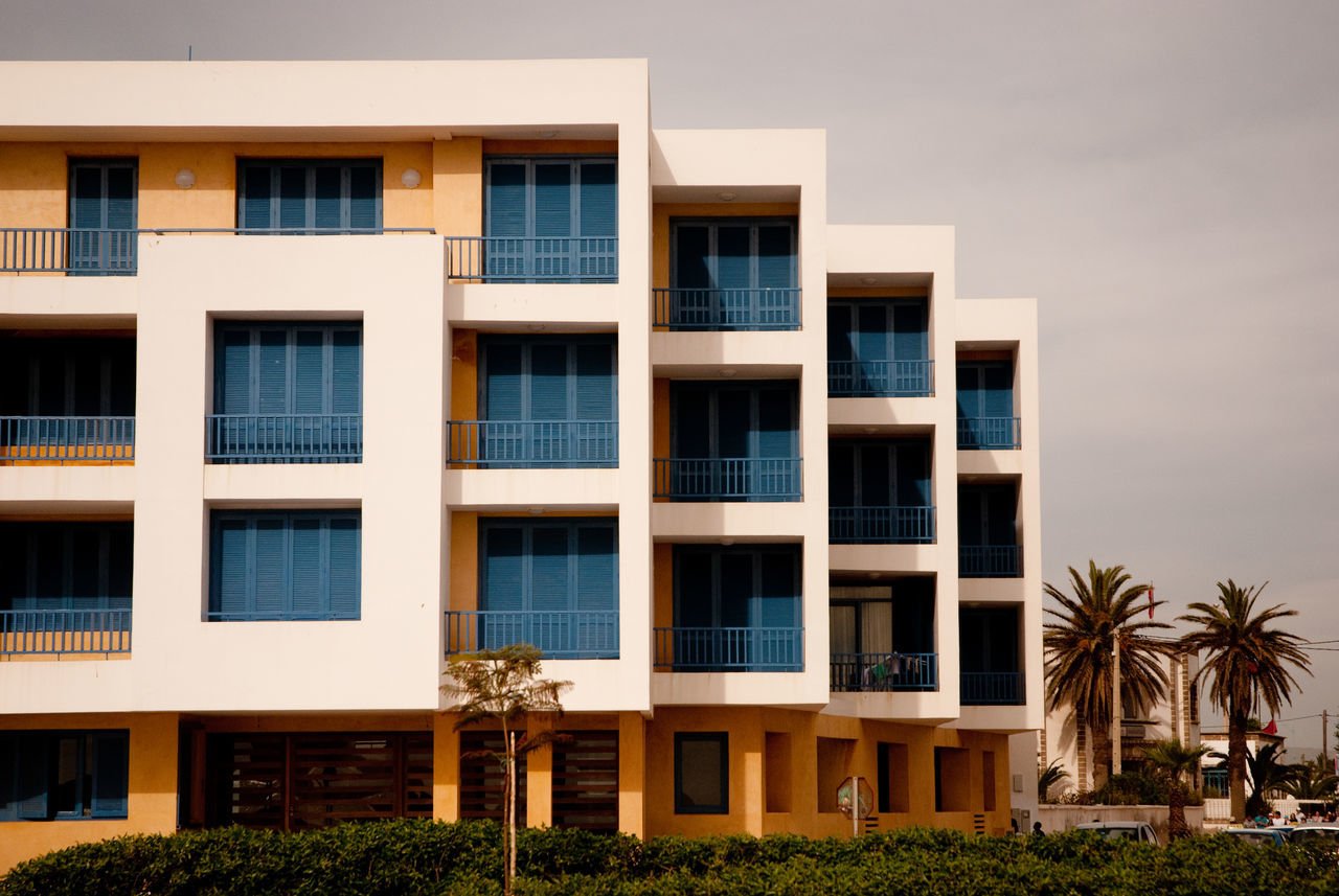 architecture, building exterior, window, residential building, house, built structure, outdoors, balcony, modern, apartment, no people, city, day, residential, sky