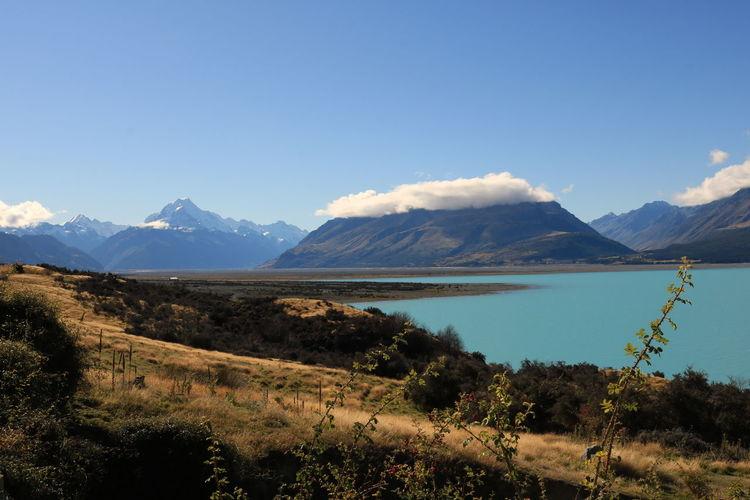 Idyllic shot of lake pukaki and mountains against sky