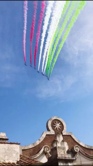 Italia Italy❤️ Multi ColoredFFesta Della Repubblica Italiana Frecce Tricolore Airshow Bandiera Italiana Tricolore Flags In The Wind  Airplane Air Frecce Tricolori History Day 2 Giugno Architecture Rome Italy🇮🇹