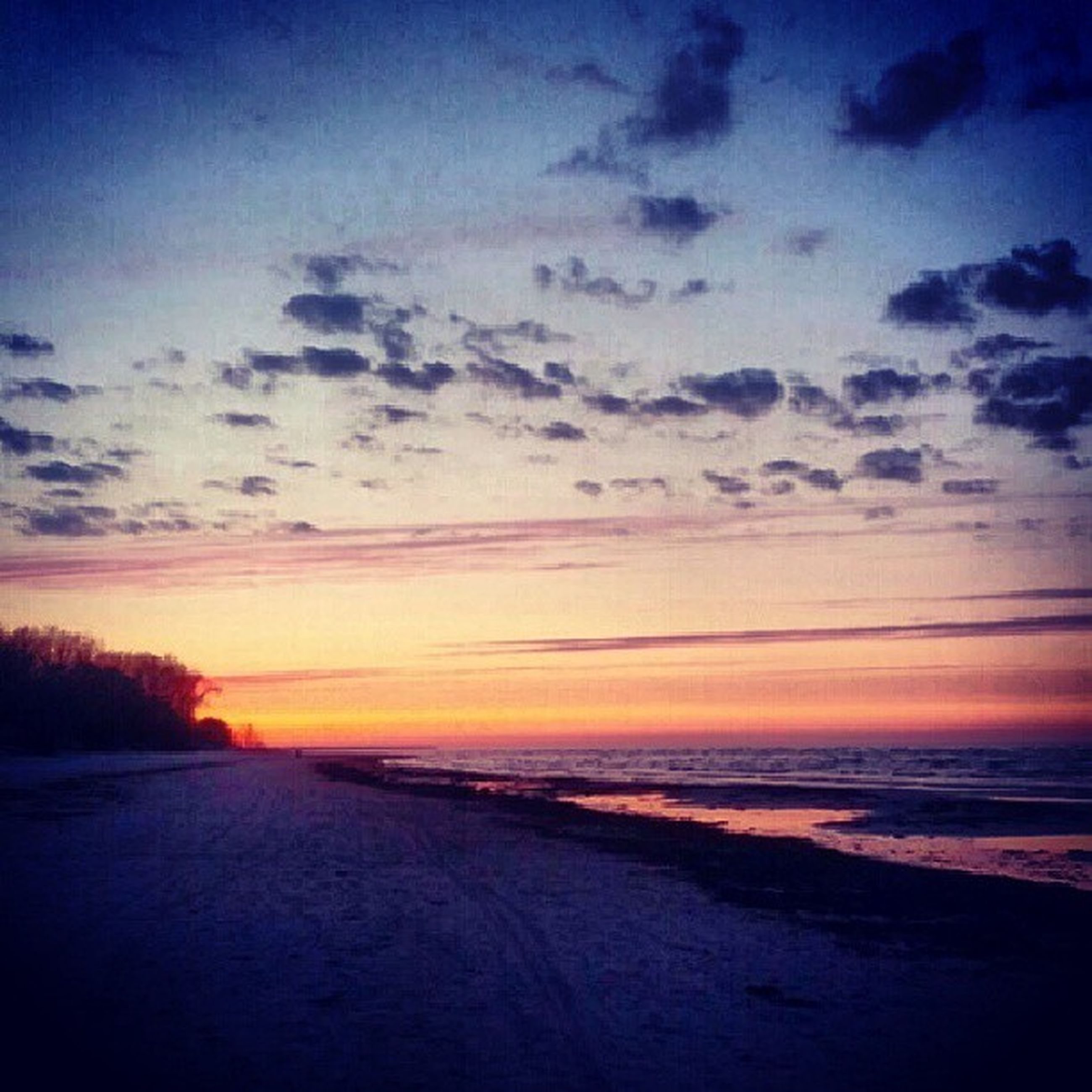 sunset, sea, beach, tranquil scene, sky, horizon over water, tranquility, scenics, water, beauty in nature, shore, sand, nature, idyllic, cloud - sky, orange color, cloud, dusk, non-urban scene, outdoors