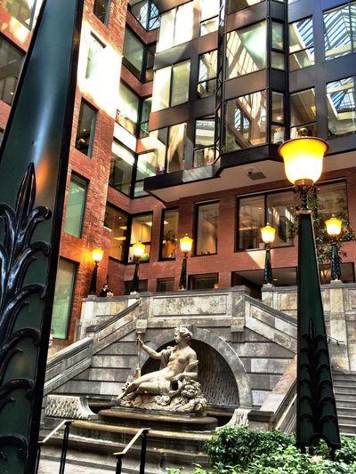 Montréal Place Victoria Architecture Building Courtyard
