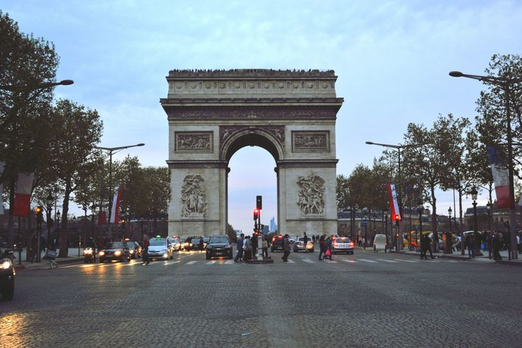 L'Arc de Triomphe, Paris Streetphotography Paris L'arc De Triomphe Architecture Historical Monuments Taking Photos Open Edit Architecture_collection France Capture The Moment Miles Away Your Ticket To Europe