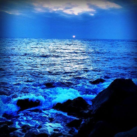 تـكـادُ تَـحْـرِقُــنـي نــارٌ أُحِــسُّ بـهـا تَهِـيجُ لي من لـيالي الأُنْـسِ تذكاري ??? Jeddah السعودية  Saudiarabia RedSea جدة sunset