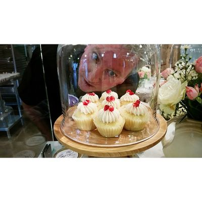 Even the guy behind the counter can't stop ogling these pomegranate chardonnay cupcakes! Enjoy Santabarbarapublicmarket Santabarbara Foodie dessert