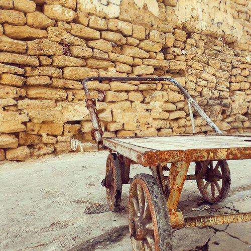 گاری در کوچه های بازار بوشهر