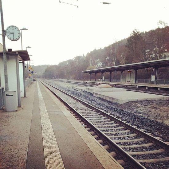Auf den Zug warten :) Kassel Muenchen Frankfurt Bahn