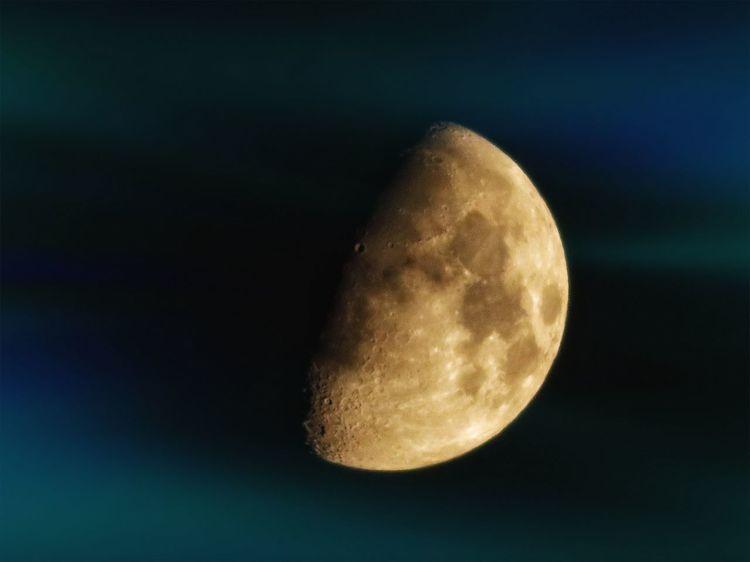 月 夜空 星空 月明かり Moon Astronomy Night Half Moon Close-up Space Exploration Orbiting Galaxy Nature Sky Beauty In Nature EyeEm Nature Lover EyeEm Autumn Colors Beauty In Nature Space 雨上がり Autumn Rainy Days Autumn Sky EyeEm Best Edits