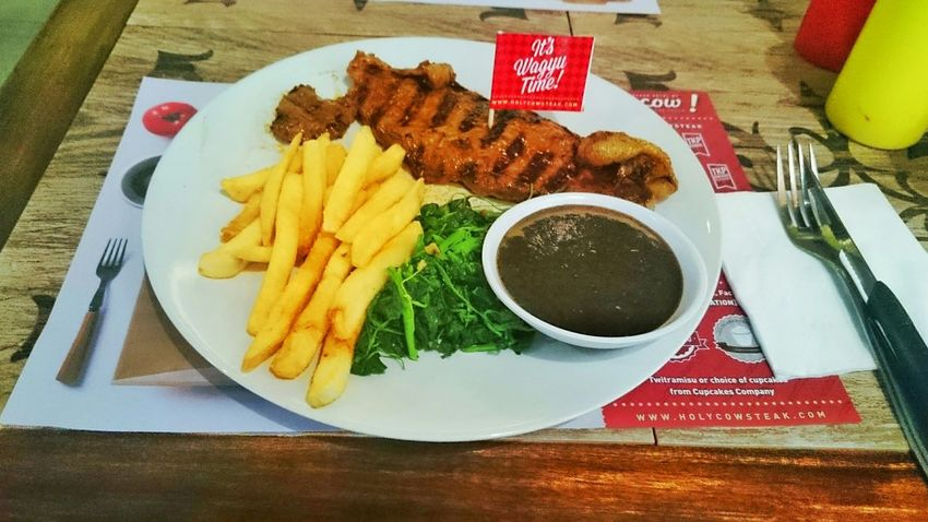 Medium well prime sirloin Lunch Fries Meat Steaks So Juicy Semarang Holycow Semarang , Indonesia