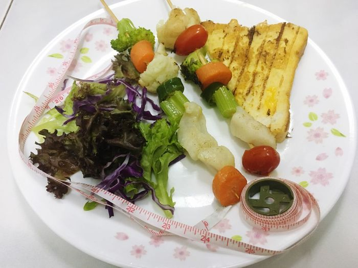 Diet Food And Drink Food Healthy Eating Salad Freshness Plate Vegetable Ready-to-eat Close-up Serving Size No People Indoors  Broccoli Day Diet Diet & Fitness Dietfood Diet Hard Healthy Healthy Food Healthy Lifestyle Measure Measuring Tape