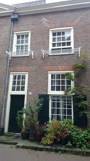 Una Típica Casa Holandesa  con los Tenedores de Madera