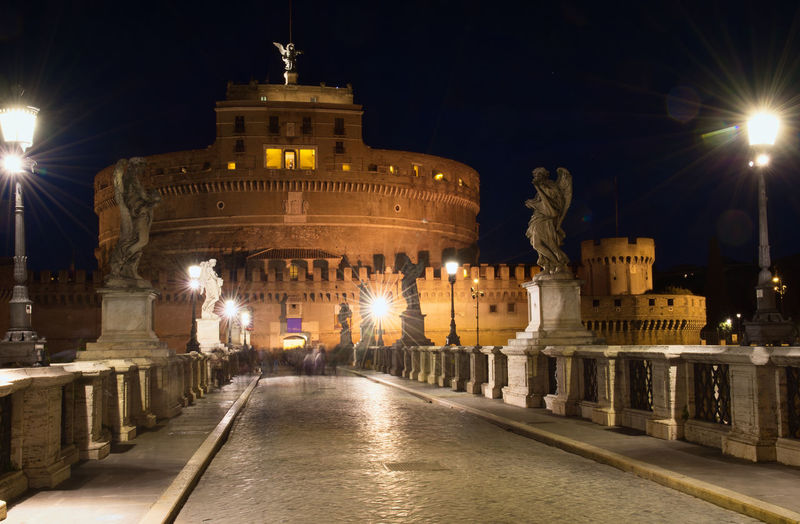 Historic Memorial Mausoleum Castel Sant'Angelo ROME Rome Italy🇮🇹 Castel Sant'Angelo Romebynight Monuments Nightphotography Nightphoto Night Lights Night Photography Illuminated Architecture