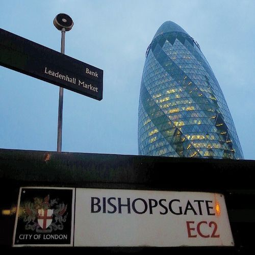 Thegherkin Gherkin MaryAxe London EastSide LondonEastSide Bishopsgate Cityoflondon Architecture Buildings Walkabout Tourists Thisislondon Landmark_architecture @london 💕💕💕