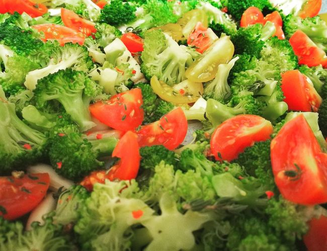 Green Color Food Vegetable Healthy Eating Freshness No People Indoors  Red Tomatoes Brocolli Green Color Garlic