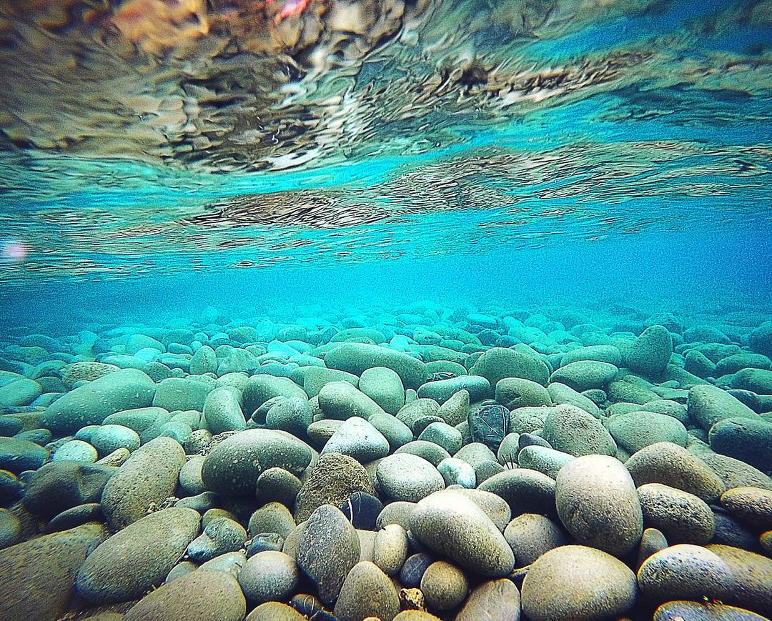 water, blue, pebble, nature, vacations, purity, rippled, abundance, turquoise colored, riverbank, sea, water surface, day, clear, tranquility, beauty in nature, non-urban scene, outdoors, surface level