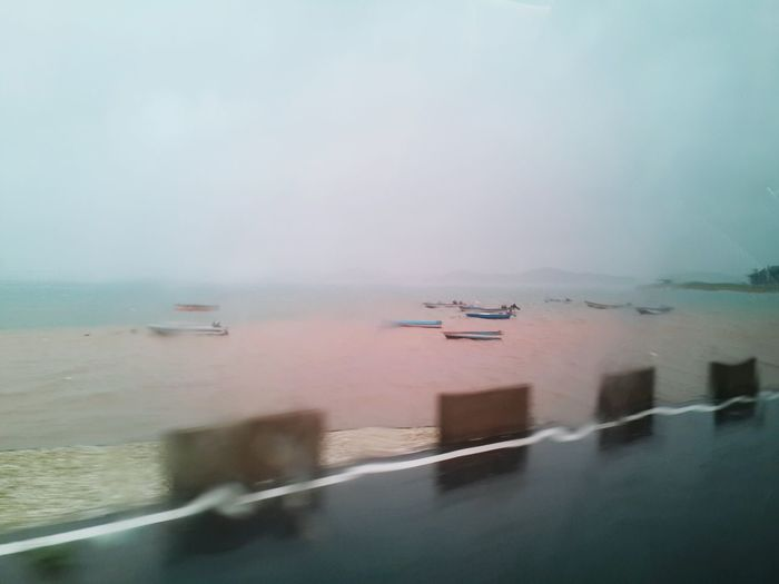 찍고 보니 꽤나 슬프게 느껴지는 사진인데, 너는 어때? Sadness Rainy Day In Summer Watching The Sea Pink Sea