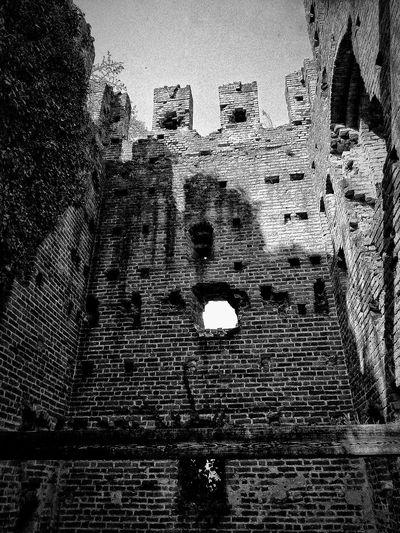 San Colombano al Lambro, Marzo 2019 Blackandwhite Outdoors Castle Sky Architecture Built Structure Historical Building Historical Site