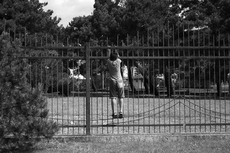 Day One Person Outdoors Real People Standing Child Behind The Wall A Wish Streetphotography Street Photography Black And White Blackandwhite Blackandwhite Photography Connected By Travel EyeEmNewHere